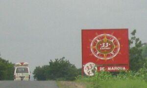 Bierwerbung für die Marke 33, gleichzeitig Hinweisschild 33 km vor Maroua
