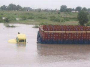 26.07.2005 - Getränke-Lastwagen im Wasser