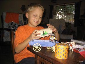 Den Playmobil-Wagen haben meine Eltern meinem Freund abgekauft, als der nach Frankreich zurück gegangen ist – eine schöne Erinnerung!