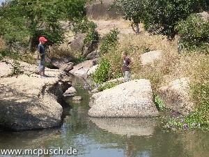 Timon und Etienne am Fluß