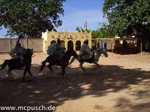 Fantasia: Reiterspiele mit Schwertern und Lanzen
